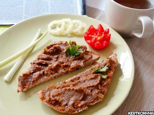 Íme+egy+recept,+amivel+színesíteni+tudjuk+a+reggelit,+uzsonnát,+vacsorát.+Nagyon+finom+hidegen,+de+használhatjuk+melegszendvicsre+is.    Hozzávalók+egy+kis+tálhoz:      300+g+gomba  1+fej+hagyma  ½+dl+olíva-+és+kókuszolaj+vegyítve+(kókuszolaj+helyett+használhatunk+margarint+is)  2…