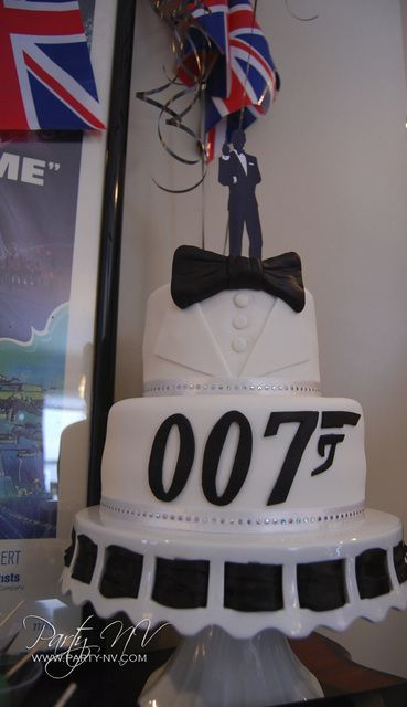 Cake at a James Bond Party #jamesbond #partycake