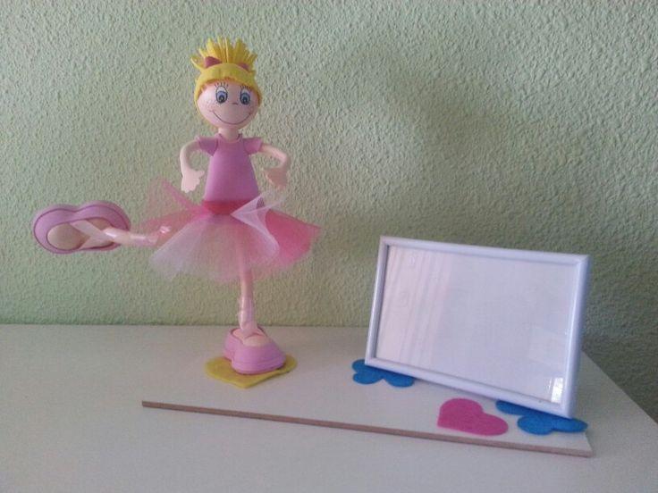 Bailarina con marco de fotos. Piernas y brazos moviles