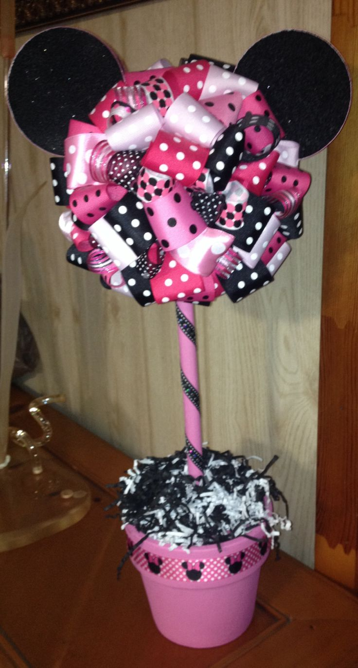 Minnie Mouse ribbon topiary.