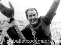 A los pocos minutos, Isacio Calleja anotó el gol que le daba el título de Liga al Atlético de Madrid. La celebración con Calleja de espaldas saltando con los brazos arriba y los puños cerrados. Enfrente de él, Adelardo gritando: gooooooool tras el tanto, ha quedado como una de las imágenes más representativas de la historia del Atlético. www.forzaatleti.c...