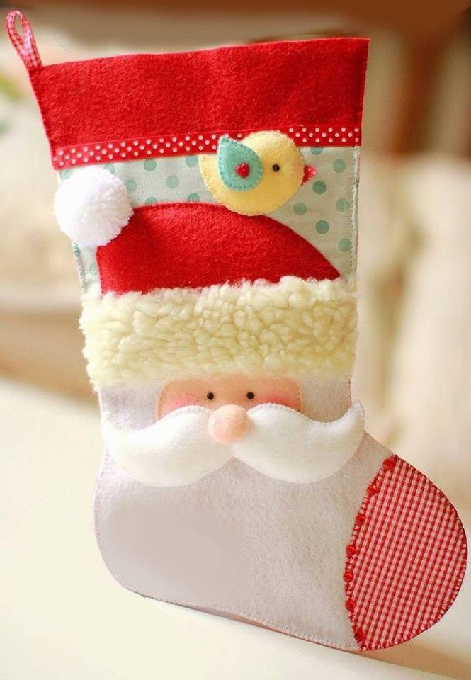 Lindísima bota navideña para realizarla en fieltro o fomi, al tamaño que desees, basta con aumentar o disminuir al imprimir. Vía