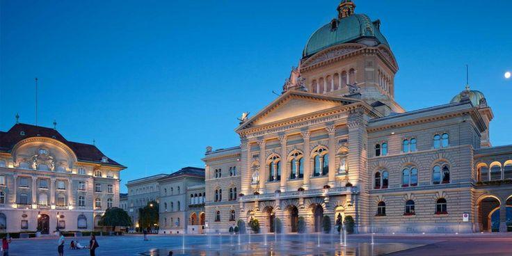 Bundesplatz with Bundeshaus and Nationalbank