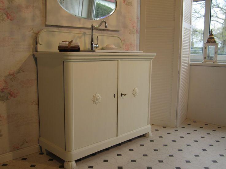 Kommode badezimmer ~ Badezimmer renovieren rot möbel folie upcycling