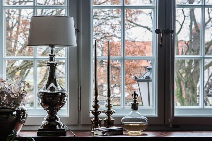 Jesienną melancholię można rozświetlić blaskiem płynącym z pięknych lamp.  http://bbhomeonline.pl/pol_m_Produkty_Oswietlenie_Lampy-Stolowe-179.html