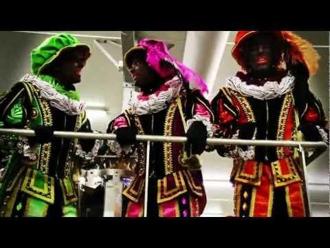 Ken jij al deze Sinterklaasliedjes? De Zwarte Pieten van de Pieten boyband 'De MP3's' helpen je een handje.