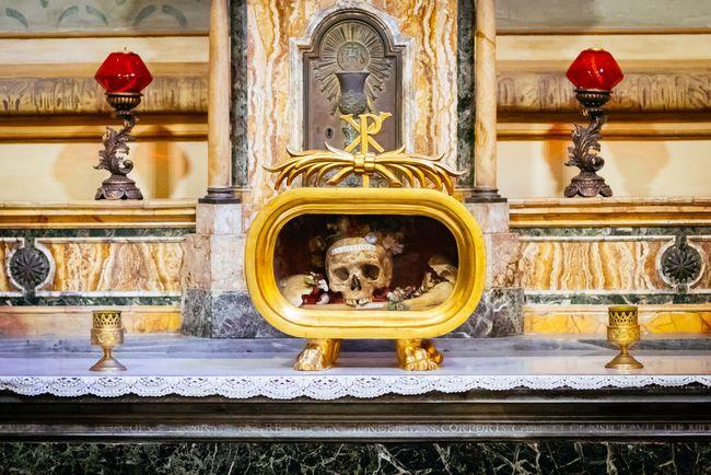 1. Bazylika Santa Maria in Cosmedin i czaszka św Walentego_ nomadFra shutterstock_321407480
