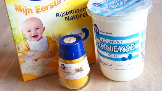Kurkuma: Het is anti-bacterieel en het verfrist de huid. Het maakt de huid lekker zacht en verminderd zwellingen.  Rijstbloem: heeft een reinigend en licht exfolierend effect. Het is erg geschikt voor een huid die last heeft van acne Yoghurt:de laag tussen je dode huidcellen wordt opgelost en zodoende je huid exfolieren.   Kurkuma/Yoghurt masker recept: - 1 theelepel Kurkuma  - 2 theelepels rijstbloem  - 3 theelepels volle yoghurt   - 1 theelepel honing (optioneel)