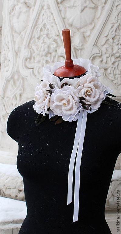 Купить Валяный воротничок из белых роз Снежные розы - белый, валяный воротничок, белый воротничок