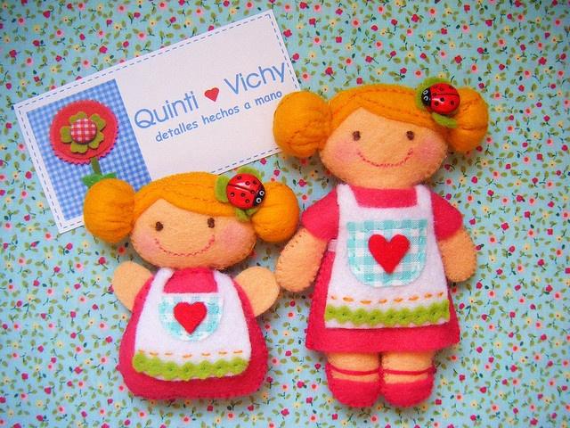 Muñequitas Quinti Vichy corazón rojo by El mundo Quinti Vichy, via Flickr