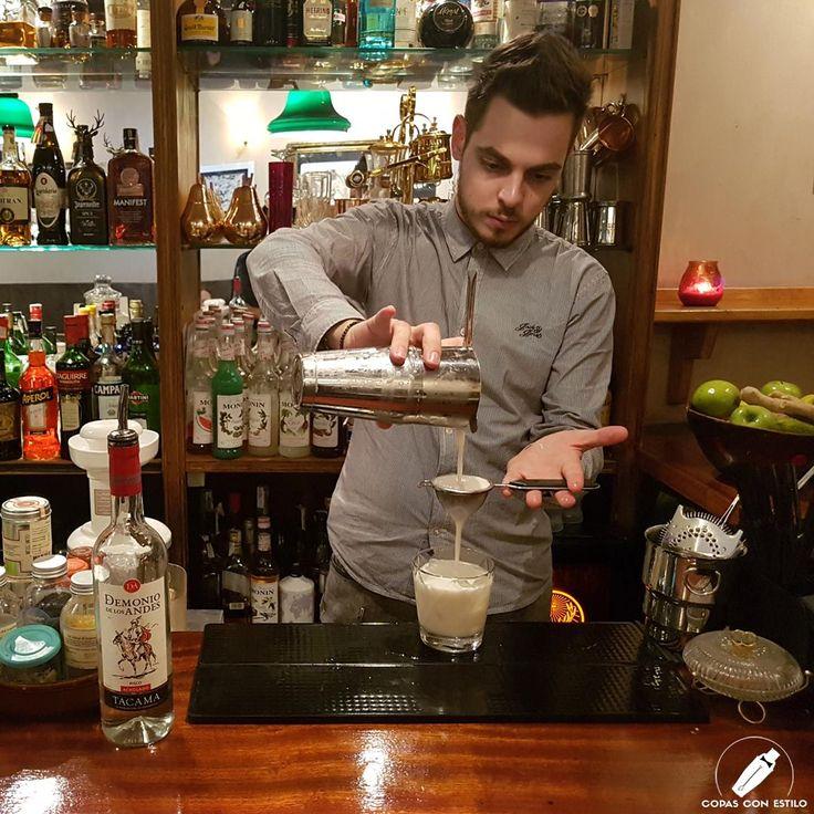 """Espectacular cóctel """"Pepper Milk Pisco"""" del bartender Davide Fracasso. ¡Realmente tiene una pintaza estupenda!    #CopasConEstilo #Bartender #Cocktail #Coctelería #Cóctel #Cócteles #Madrid"""