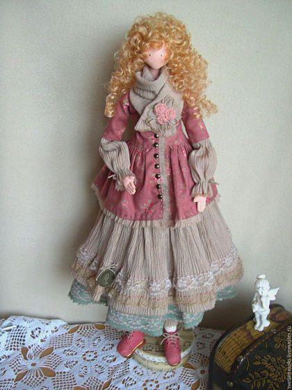 Купить или заказать Интерьерная кукла Джейн в интернет-магазине на Ярмарке Мастеров. Мечтательная и немного наивная Джейн, одета в великолепный наряд. Ей очень нравится индивидуальность и неповторимость стиля 'бохо', его многослойные широкие юбки , уютные шарфы, удобная и красивая обувь. Девушка чувствует себя феечкой, поэтому она так мила и обаятельна.