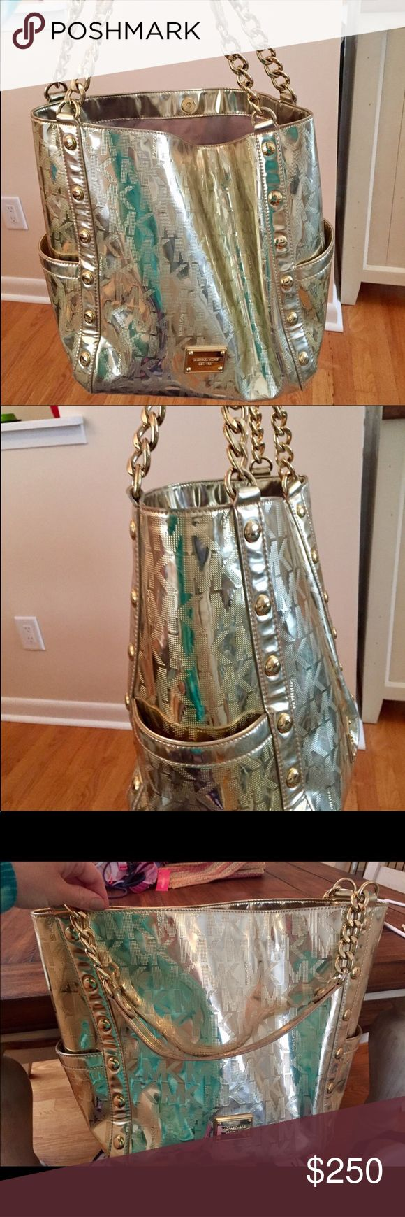 🎉Michael Kors jet set gold bag! 100% Authentic Large gorgeous Michael Kors gold bag. Chain handles. So many compliments on this bag!! Michael Kors Bags Shoulder Bags