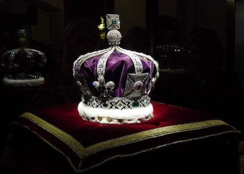 The Crown jewels at The Tower of London ♥ #beautiful #jewelry #gems #crowns
