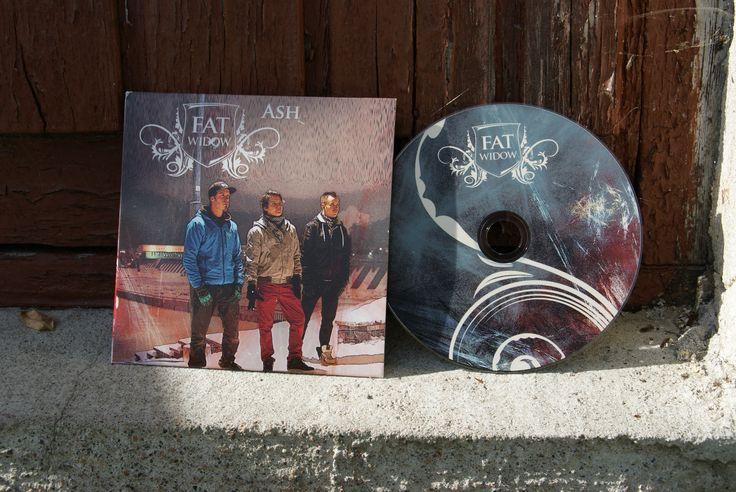 Ash, cd-levy ja kannet. Suunnittelu: Heidi Sarjanoja/Valokki Design.