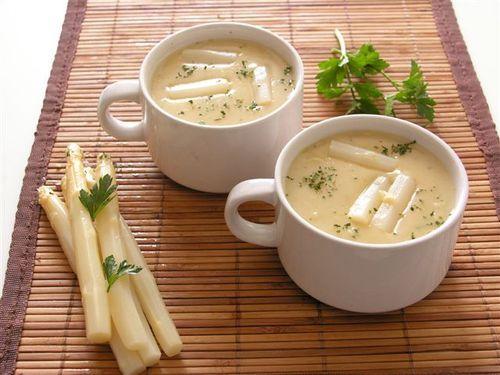 Eenvoudig recept uit grootmoeders tijd. Aspergesoep. - Plazilla.com