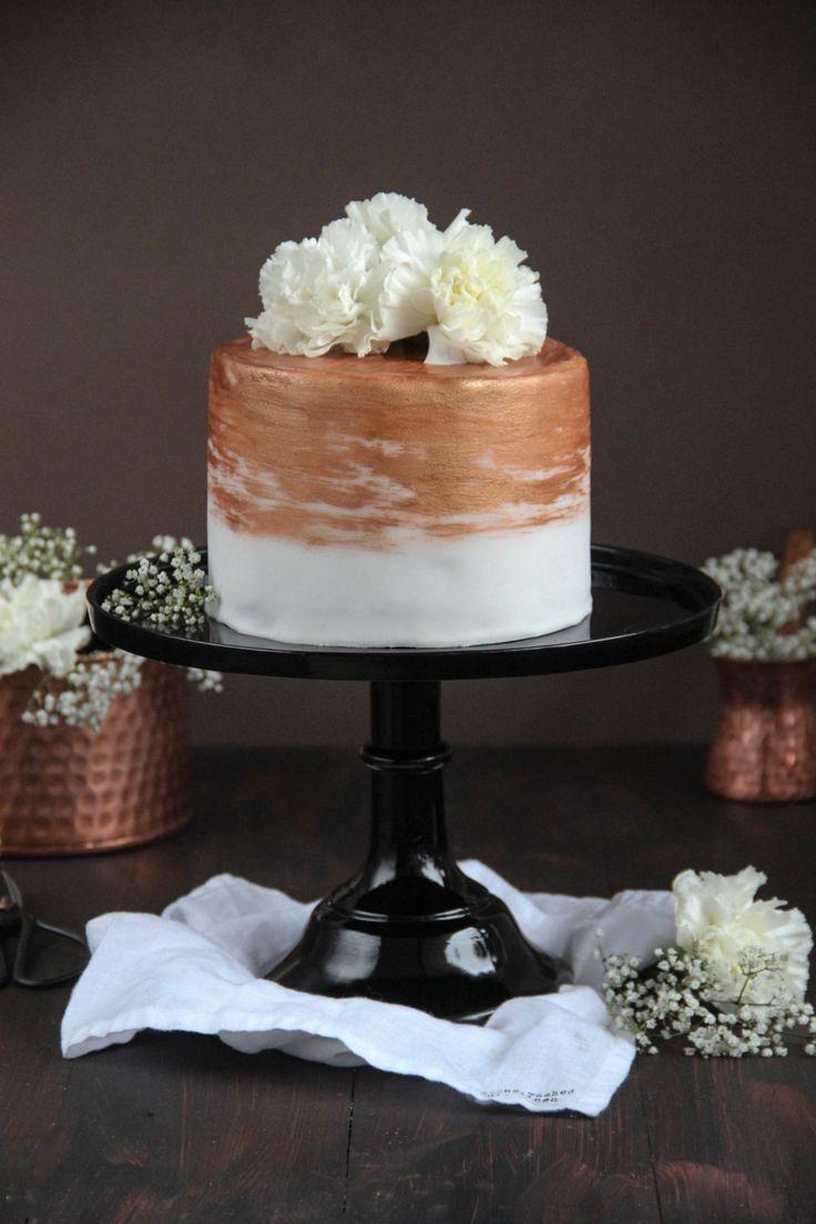 Wenn aus einfachen Torten kleine Kunstwerke werden, dann ist auf jeden Fall ein Profi mit viel Liebe zum Detail am Werk gewesen. So auch bei dieser wunderbaren Torte von unserem nächsten Geburtstagsgast. Eigentlich viel zu schade zum Essen, aber seht selbst!