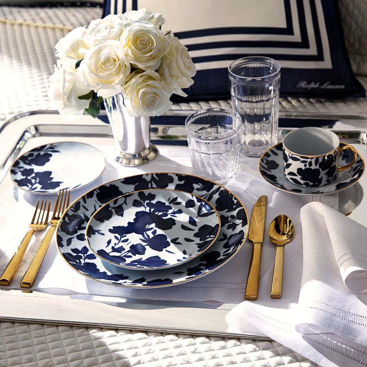 Inspired by a silk garment, this porcelain plate offers a modern take on classic florals and is finished with a hand-painted 24-karat-gold rim. Mix it with our pinstriped Ascot collection for a tailored tablescape in navy and white.