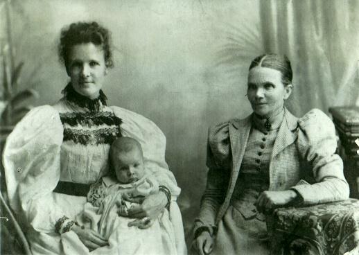 Sarah Louisa Craig Stewart nee Lowe with baby Amy and mother Margaret Lowe nee Craig, Albury circa 1898.