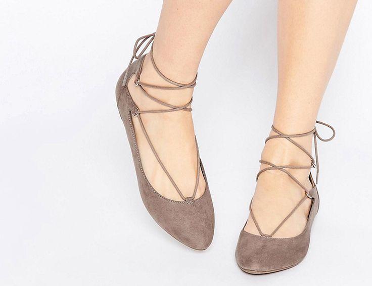 бежевые балетки на шнуровке new look