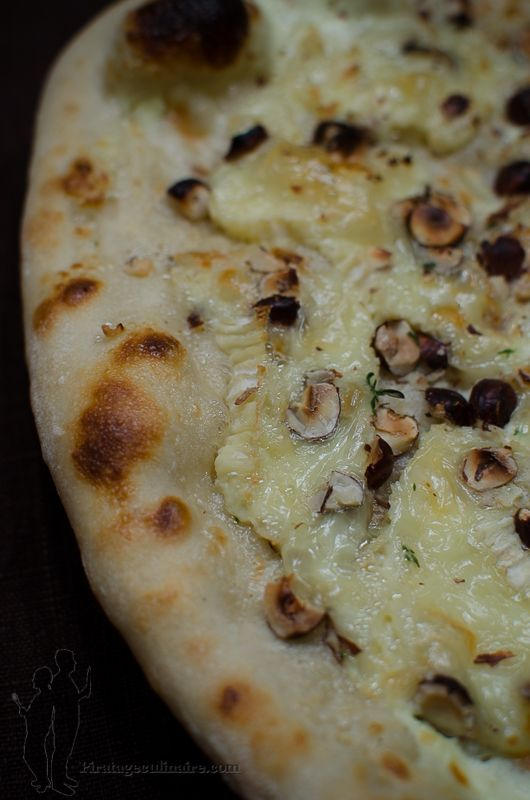 Pizza au camembert, au thym et aux noisettes | Piratage Culinaire