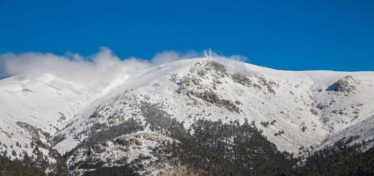 Tan cerca, tan icónica, tan excitante. La cima del Alto de #Guarramillas es una auténtica delicia para los aficionados al #outdoor.