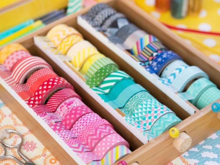 Washitejp har kommit för att stanna! Den japanska papperstejpen finns i massor av härliga färger och mönster och passar lika bra i inredningen som till pysselprojekten. Här kommer några tips på hur den kan användas och förvaras.