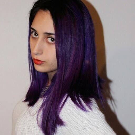 cabello morado violeta oscuro