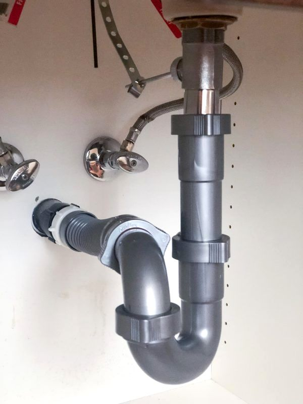 The Everbilt Form N Fit 1 1 2 In Flexible P Trap P Plumbing