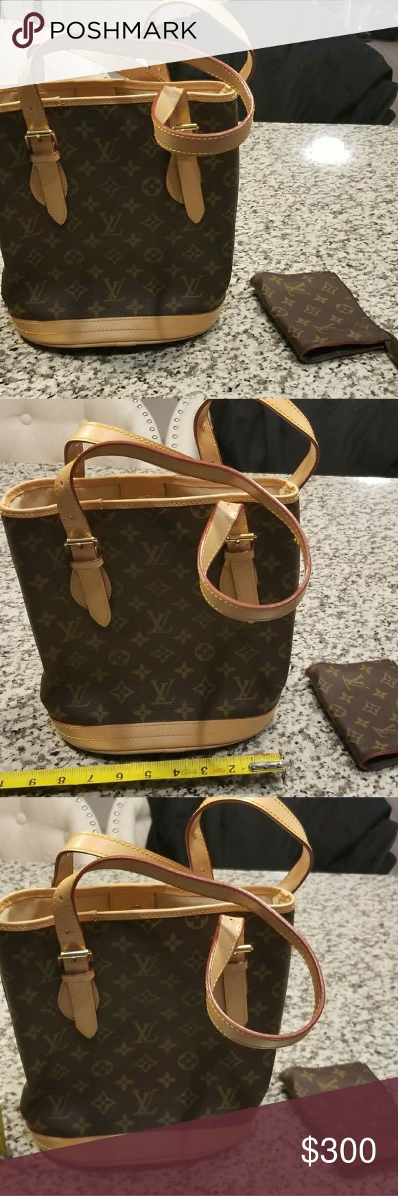 Louis Vuitton Monogram Bucket Bag With Pouch This Louis Vuitton Bucket Bag with Pouch and it has never been used. It's clean and has been in climate controlled storage. Louis Vuitton Bags Shoulder Bags