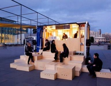 Exposition pop-up. Les modules forment une grosse boîte en miroir. - Pop Up Bar. You can almost envision the quick and simple  move and  set up of this great pop-up space! PopUp Republic:
