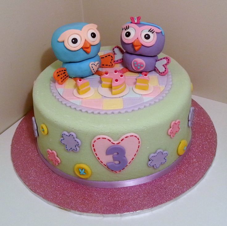 Hoot and Hootabelle cake - Hoot and Hootabelle having some cake... on top of a cake!