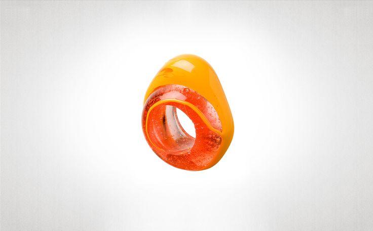 FishDesign/Gaetano Pesce: Euruption giallo trasparente  2008  Anelli in resina flessibile. Giallo trasparente. Collezione storica 1995