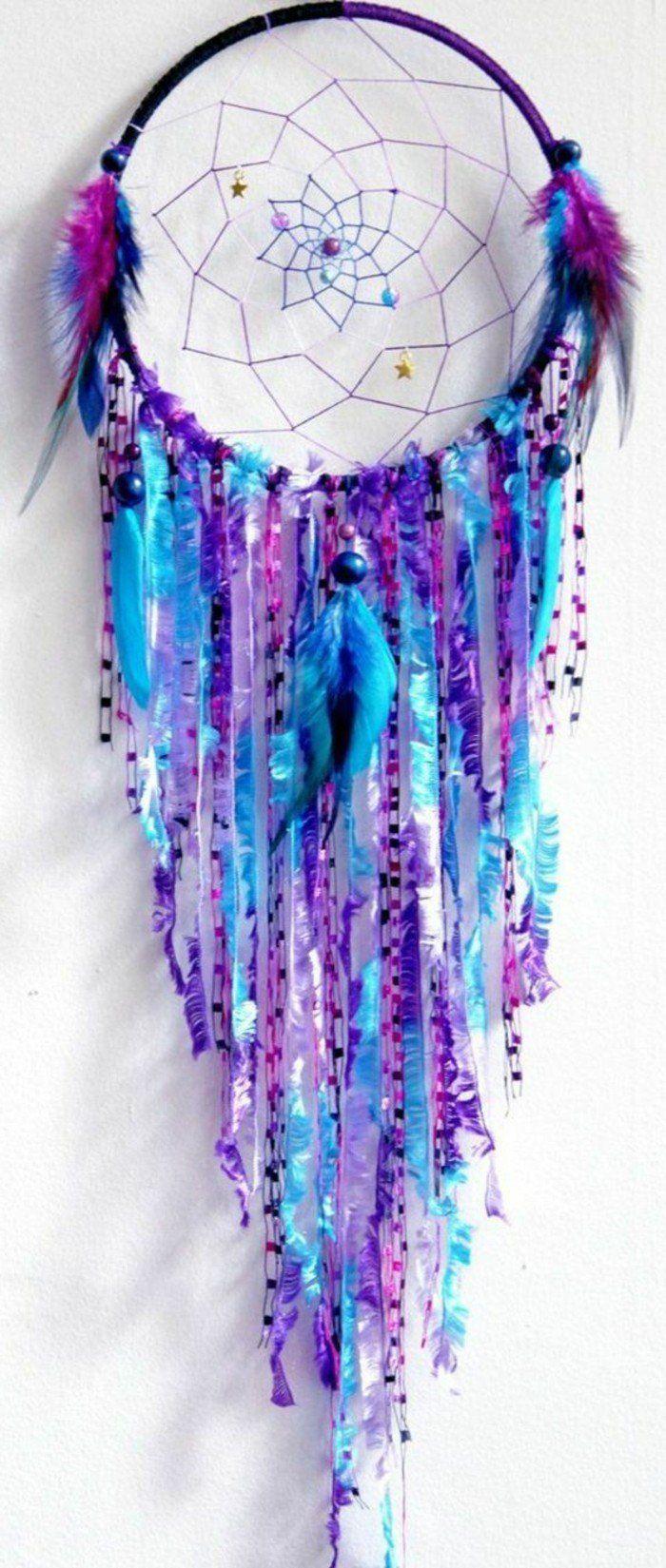 attrape reve bohème, déco riche en différentes nuances dy bleu, toile très jolie