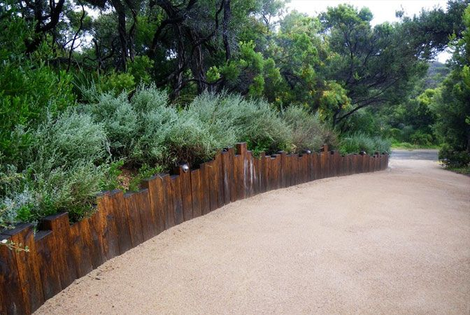 Curved retaining wall with irregular height finish provides a great edge to your garden bed planting - critic by John Dodd. Oriniginal image from Fiona Brockhoff Design » Coast & country landscape design.