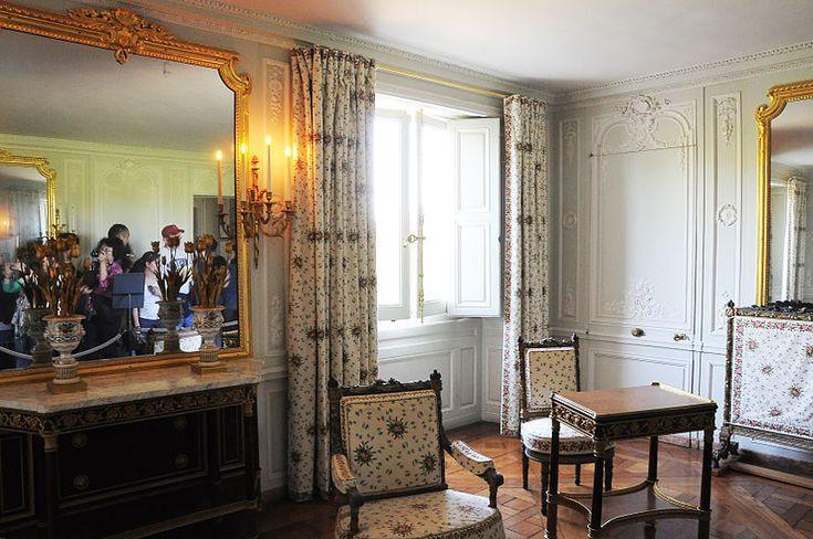 1000 images about grand petit trianon hameau de la for Chambre de la reine