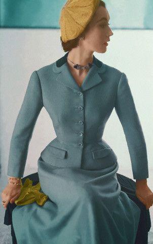 A strikingly elegant 1952 Hattie Carnegie skirt suit