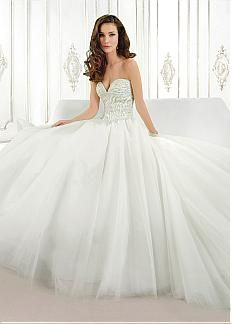 Romantic Tulle Sweetheart Neckline Natural Waistline Ball Gown Wedding Dress With Beadings