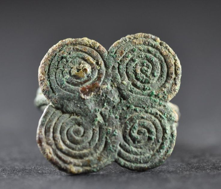 Amlash bronze ring with spirals 1, 1st millenium B.C. Amlash bronze ring with spirals, 2.1 cm long bezel, 1.8 cm diameter ring size, 9.9 gr weight. Private collection