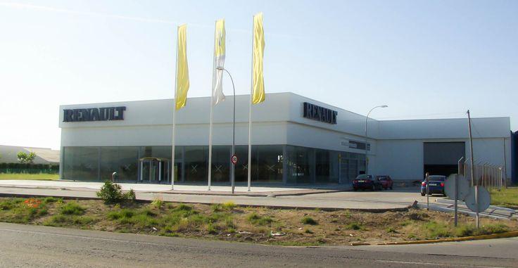 Renault: ARIES TALAVERA. Empresa dedicada a la venta y reparación de vehículos. Nave de 3.500 m2, construido en el año 2002, situado en Talavera de la Reina (Toledo), realizado a base de estructura metálica de Pórticos Armados de sección variable tipo TEKTON, unidos por tornillería de alta resistencia y con una separación entre apoyos de 8,00 mts., un ancho de 40 mts., y una pendiente del 5 %. www.tekton.es/