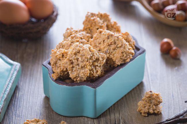 I brutti ma buoni sono dei deliziosi biscotti a base di meringa e nocciole: l'aspetto inganna, la bontà no!