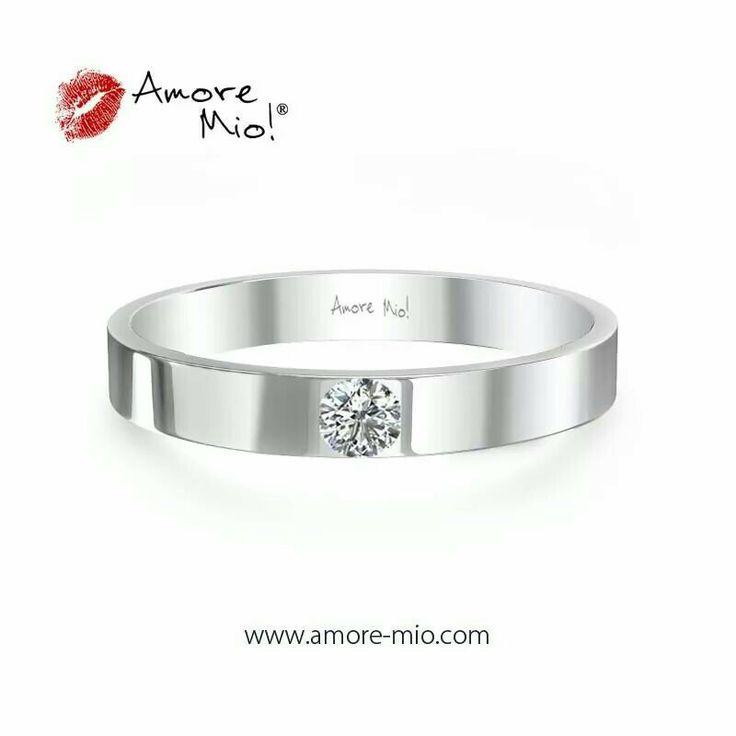 Sencillo y hermoso anillo de oro blanco