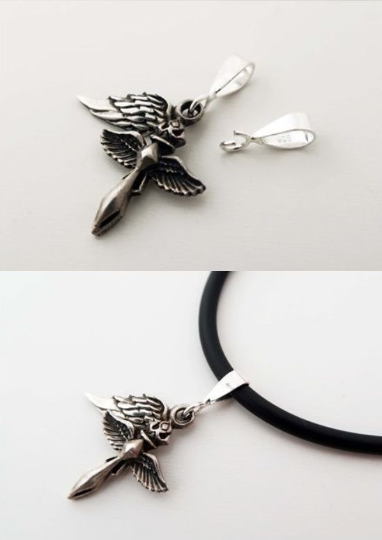 「バチカン」(ネックレスに通す部分の金具)。写真のように、輪の部分が開くから、好きなチャームでネックレスを楽しめます。 #バチカン #シルバーネックレス #アクセサリーパーツ http://www.pron.jp/parts/f-25.html