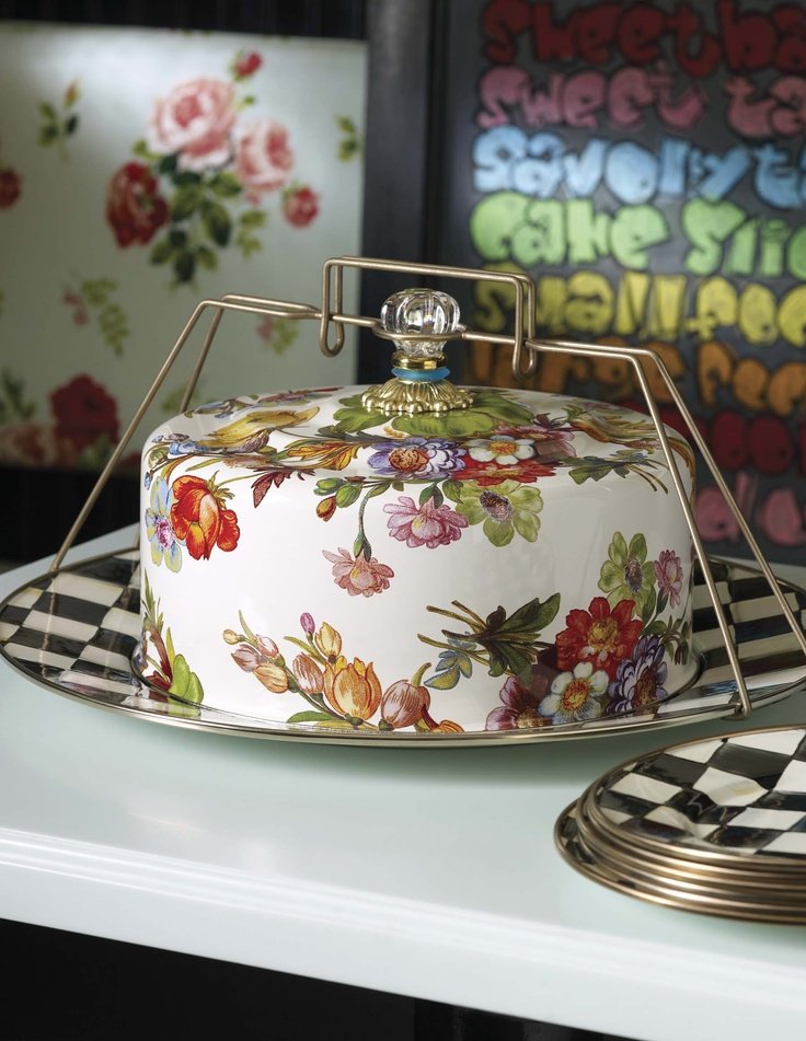 A cake carrier that might just upstage your cake! Oh! Love this!