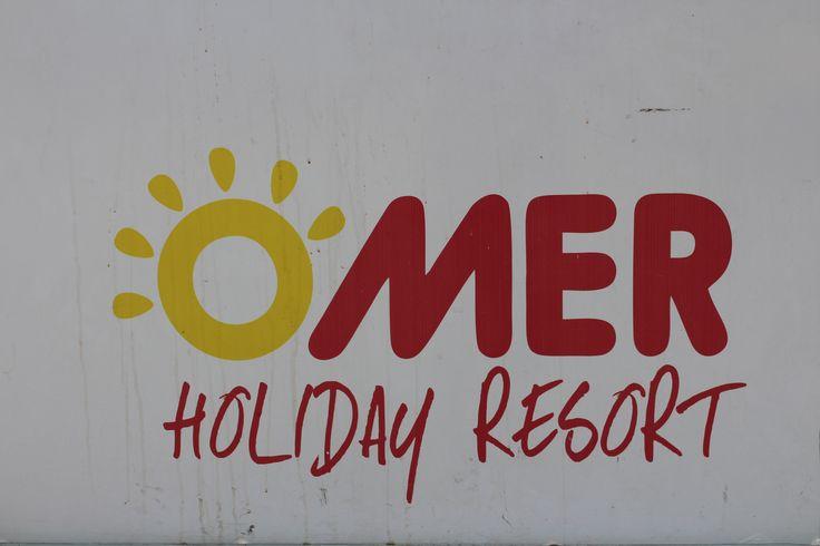 Green Omer Holiday Resort Kusadasi, Aydin,Turkey Очень уютный отель находится в тихом районе Кушадасы, на зеленом берегу Эгейского моря. Частный пляж, рестораны с видом на море, сауна, дневной СПА-салон, фитнес и детский клубы, оснащенные кондиционерами просторные номера , питание по системе все включено, к услугам гостей.