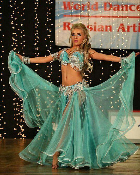 いいね!109件、コメント3件 ― HK designer atelierさん(@khuskyvadze_helen)のInstagramアカウント: 「Deep mint for Maria Bulhakova #bellydancefashion #bellydancing #dancing #costume #fashion…」