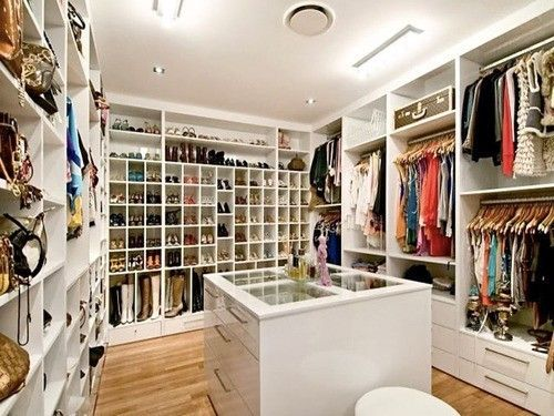 Holy Crap this is it, this is my Closet!  I would never leave!! =)