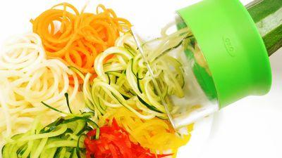 ニンジン・ジャガイモ・ズッキーニなどの野菜をヘルシーな麺状に加工できる「ベジヌードルカッター」を使ってみた - GIGAZINE
