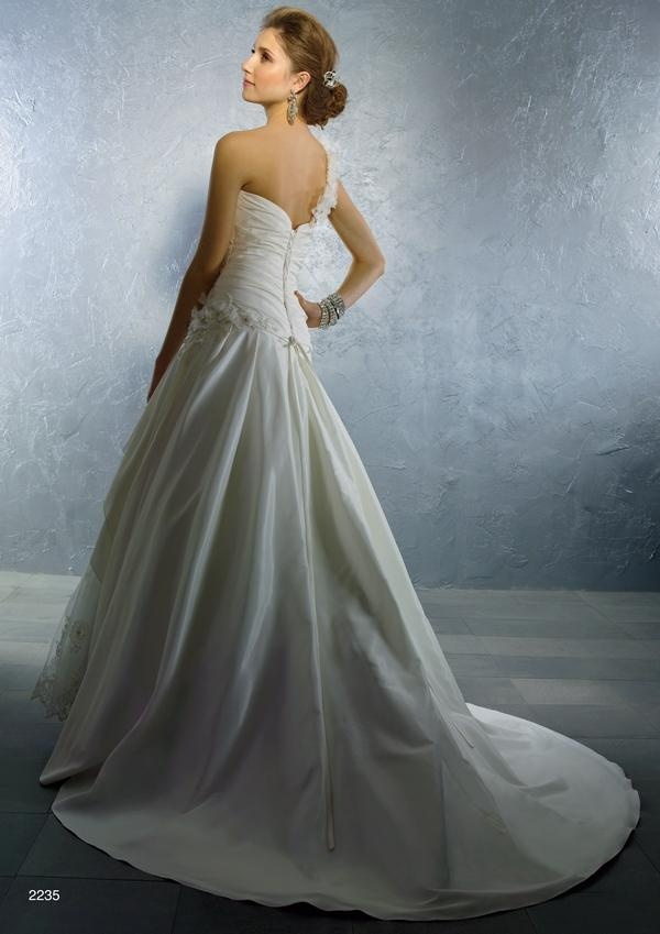 2235 Wedding Dress Back Alfred Angelo Autumn 2011 Collection