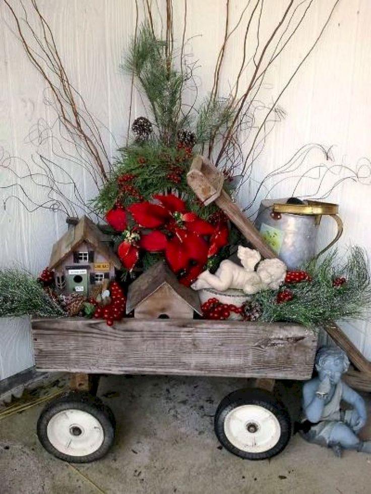Gorgeous 45 Christmas Front Porch Decor and Design Ideas https://homeideas.co/90/45-christmas-front-porch-decor-design-ideas